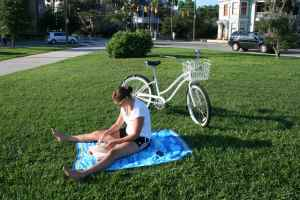 Here's a mystery woman catching some rays and literature at Colonial Lake. I am diggin' her all-white bike, and the crispness of the green grass against her blue blanket.  What more do you need?