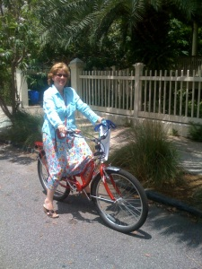 Susan is the epitome of the Charleston Lifestyle.  I caught her on the way back from an outdoor concert at CofC.  Why did she ride? So she didn't have to deal with parking (and because she loves it). Susan rides to work at MUSC every single day.  So proud!